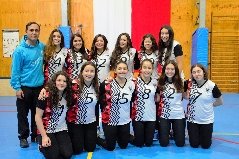 Nuestras mujeres en el  Voleybol de Deustche Schule Puerto Varas..(check nombre con GuillermoG)_edit