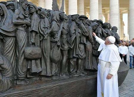Escultura-Migrantes-Vatican-MEdia-290920