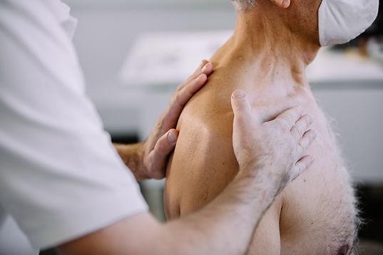 Osteopathie - Therapie mit Händen