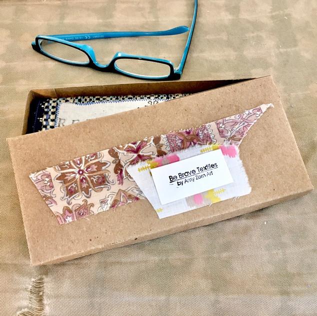 Readers packaging