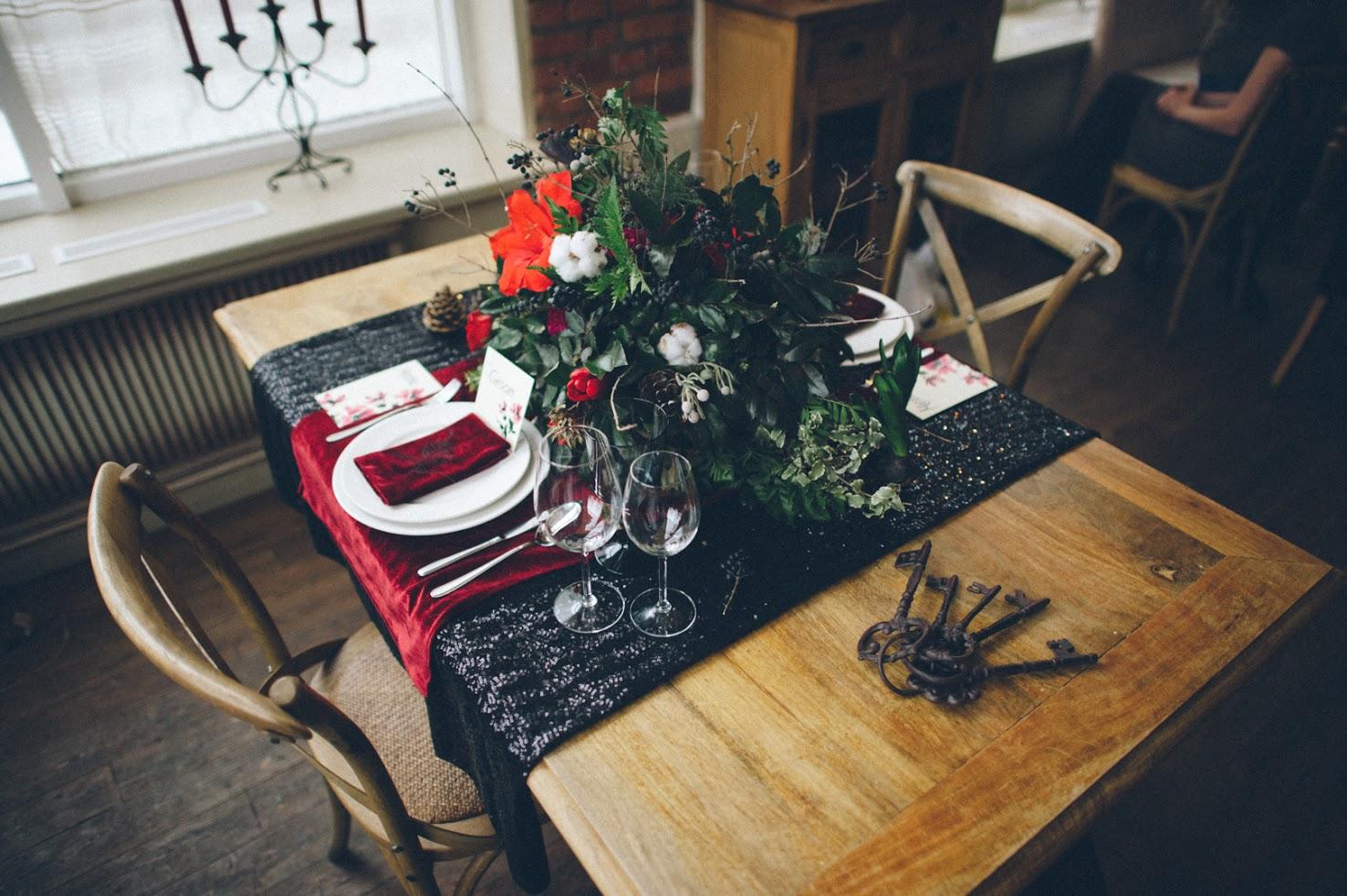Общий вид стола.