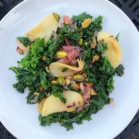 Wilted kale salad with grapefruit & apples
