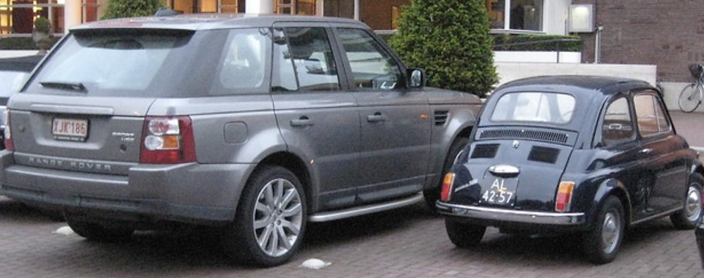 comparison in size of a modern car  (ranger rover) more than double the size of fiat 500 from 1966
