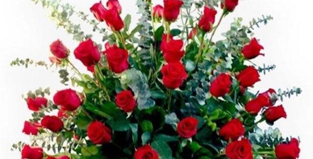 Cesta de cara con rosas