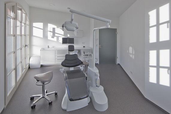 Behandlungsraum1_2.jpg