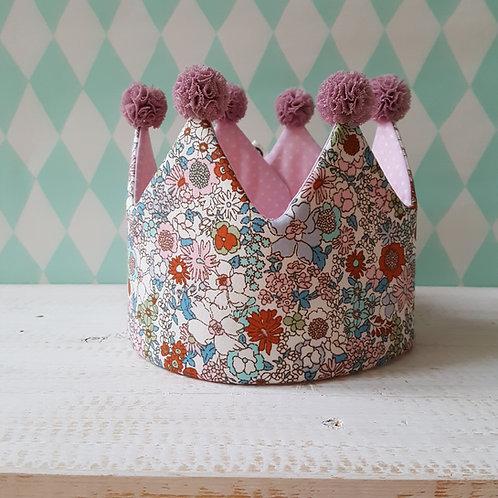 Coroa flores multicolorida  e rosa pintinhas*pompons rosa velho