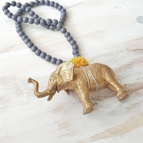 Colar Elefante cinzento escuro*mostarda