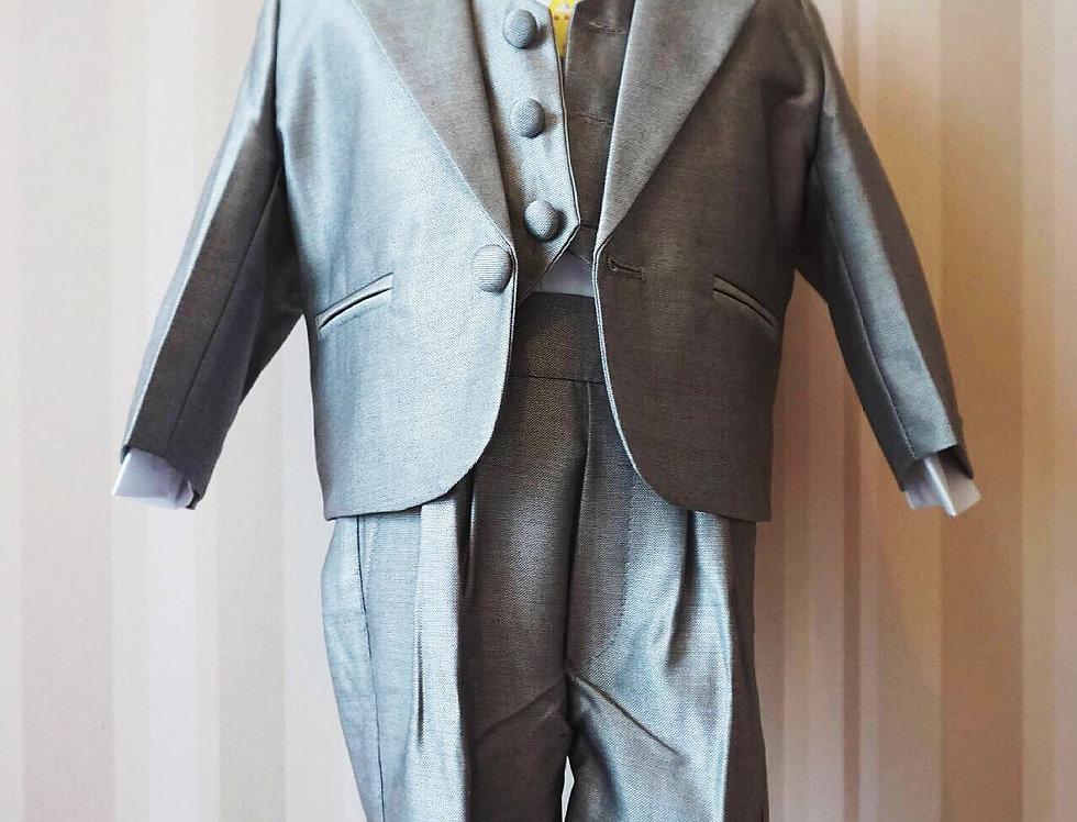 Light Grey Attire Groom Tuxedos