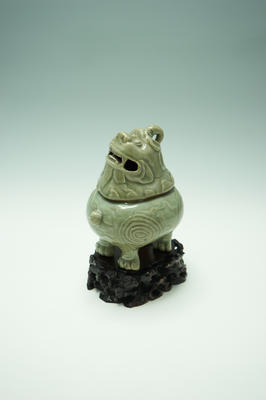 LONGQUAN CELADON 'LUDUAN' CENSER AND COVER