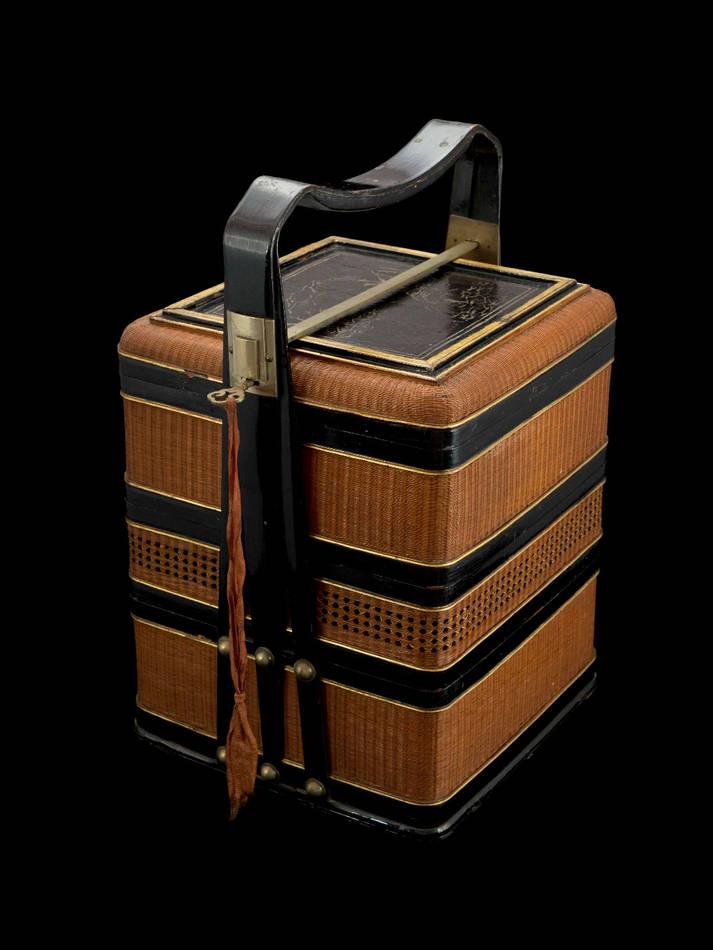 黑漆描金編竹三層提盒