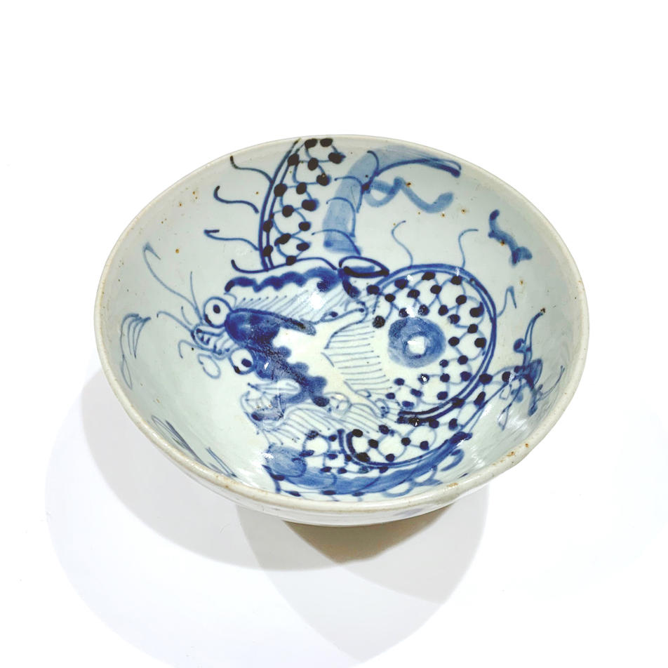 Bowl with spreading dragon