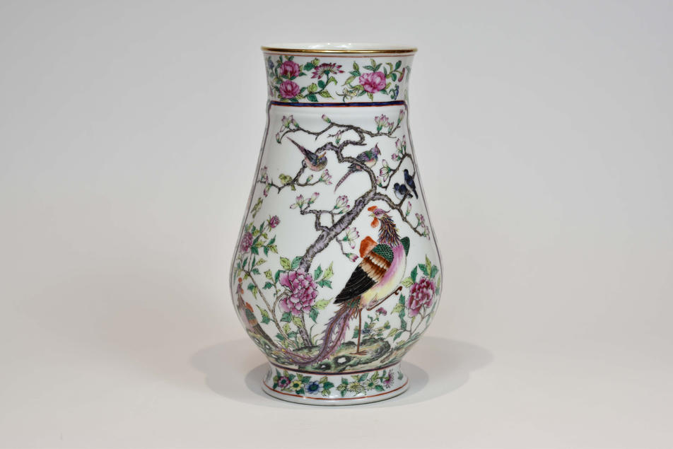 Guangcai vase with painted decoration of birds, flowers and ancient figures