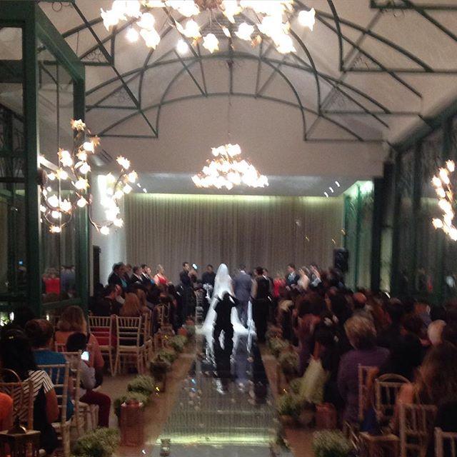 Lindos _yasminrng e Igor ao som do _coralvivartmusica_casamento no Villa Valentim