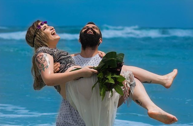 Mais do ensaio na praia do casal Alex e