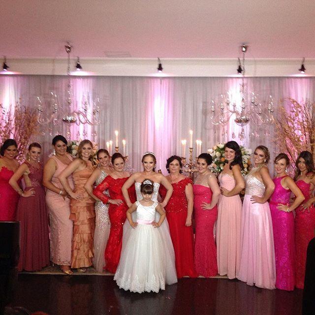 Noivas, dama e madrinhas lindas !!!#noivosdamelinda #noivos2016 #meusnoivossãoosmelhores #casamentok