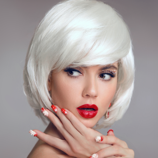 Snow princess - platinum blonde short bob look is absolutely adorable