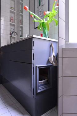 HIDDEN KITTY LITTER BOX IN BATHROOM