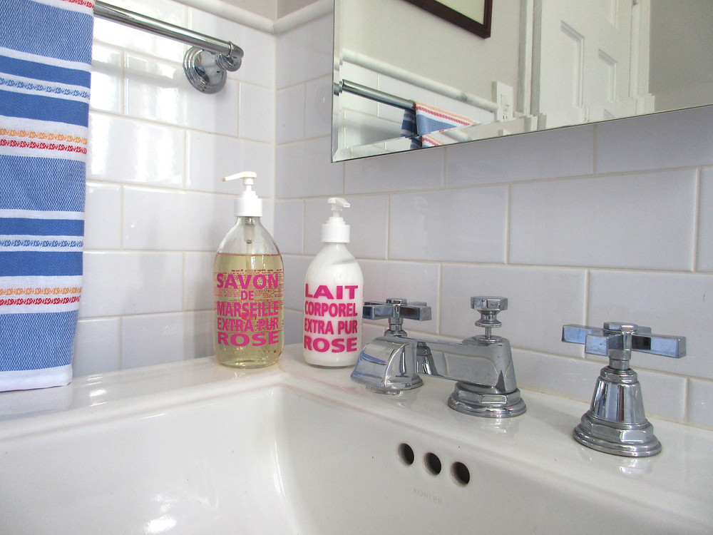 savon de marseille extra pur rose in bathroom