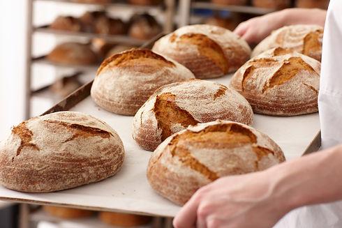 Pains sortis du four de la Boulangerie Patisserie BO&MIE à Paris