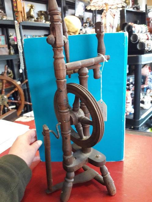 Mini model spinning wheel