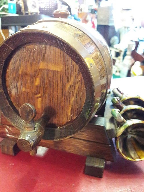 Wooden brandy barrel and six cups