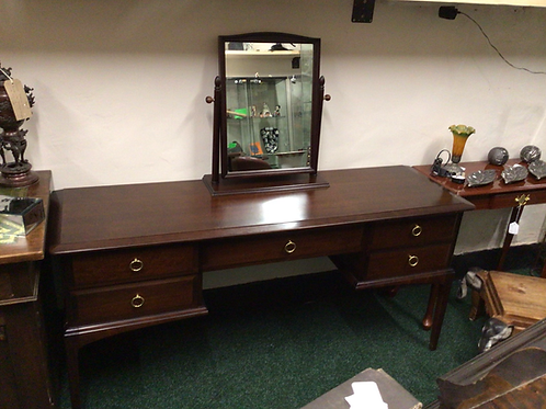 stag minstrel dressing table with stag mirror