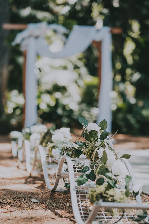 Aisle wave prop with silk flower