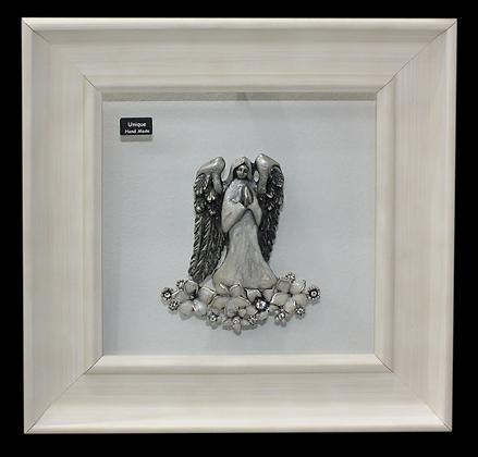 Anđeo u Molitvi na Bijelom Cvijeću