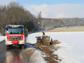 Lastwagen im Graben