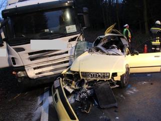 Tödlicher Verkehrsunfall auf der L 5246 bei Haag (Langholz)