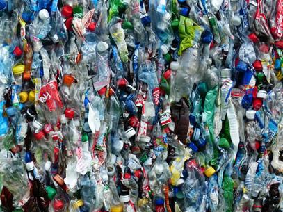 plastic-bottles-115077_1920.jpg
