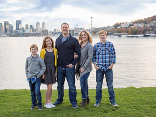 Family of Five Session: Seattle Skyline . Seattle, WA
