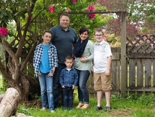 Family of Five: Backyard Family Session . Edmonds, Wa