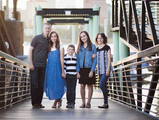Bridge City Family Session . Portland Oregon Family Photographer