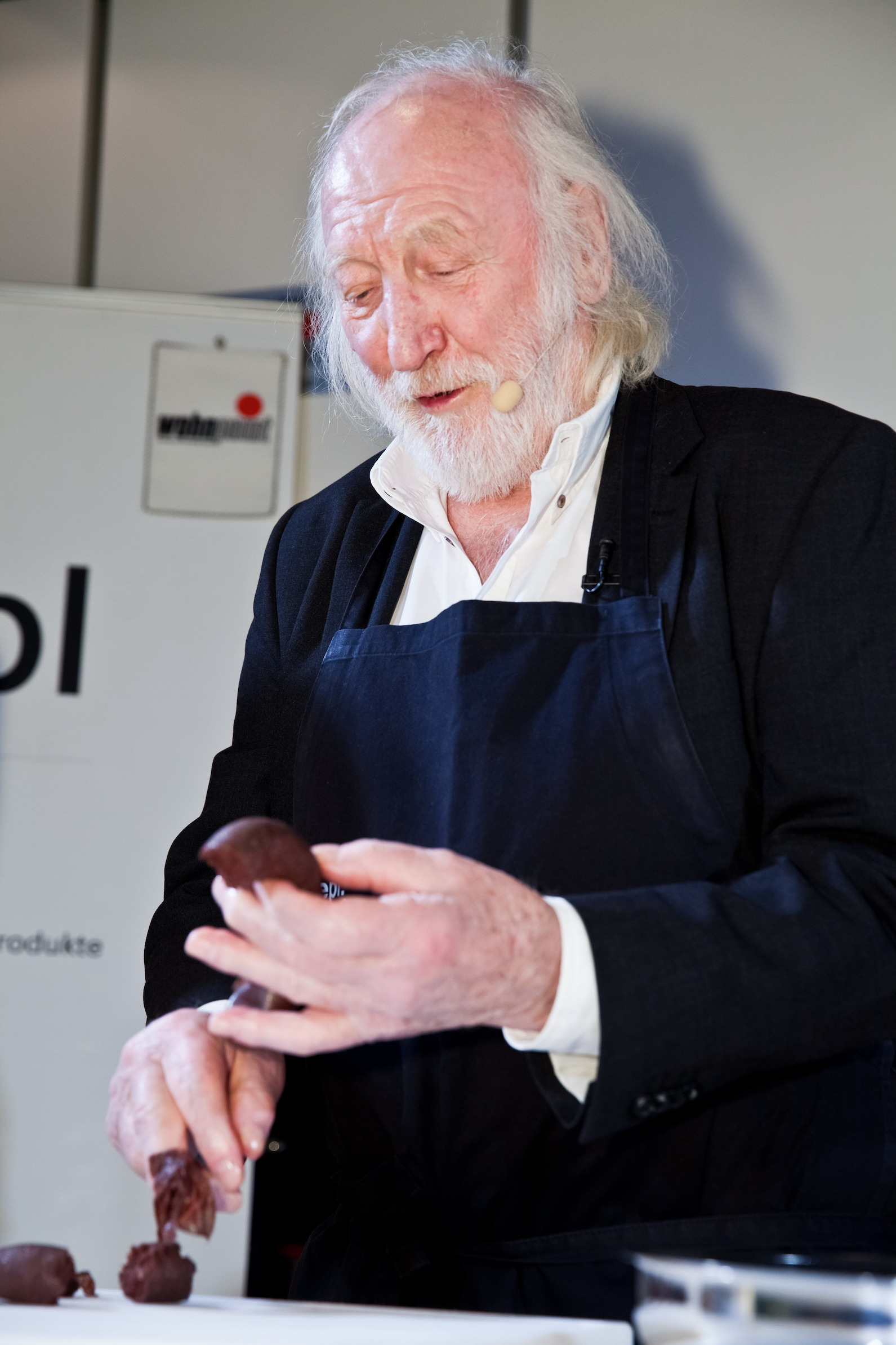 Karl Merkatz kocht bei Wohnpoint