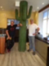 Jimmi Sigsgaard sammen Mark Birschbach i opbygning af restaurant. Sjov boliginretnideting
