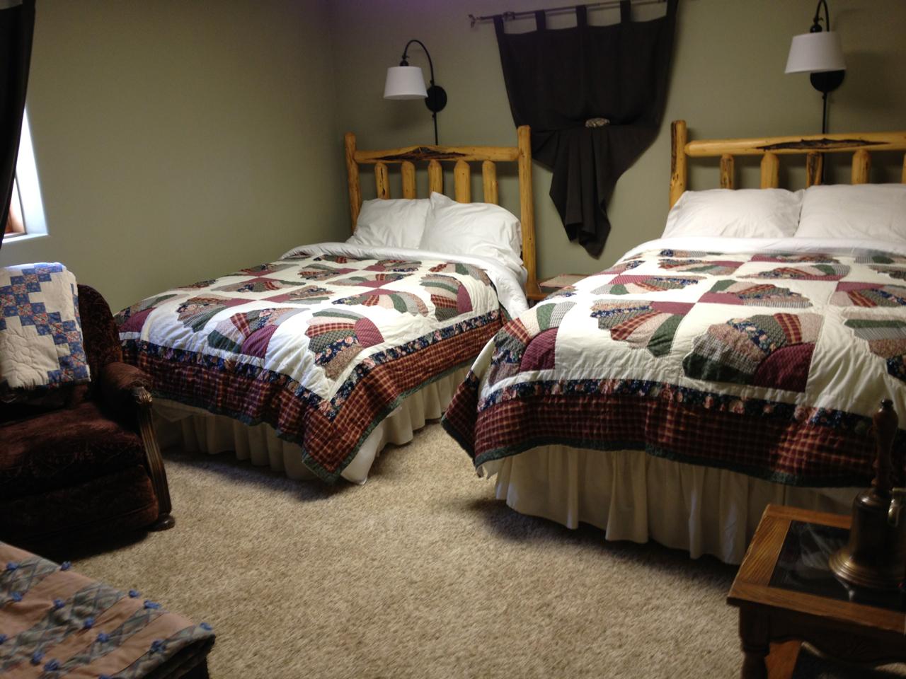 """The Harlot"" Room (2 full beds)"