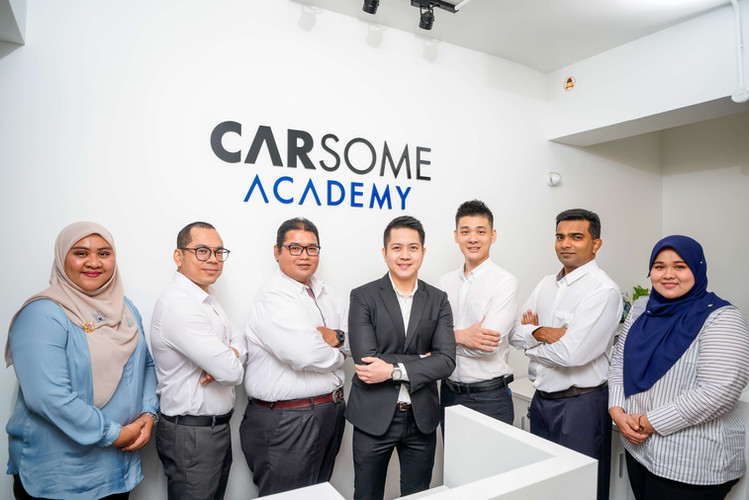 Carsome Academy's board of management. From left, Pn Che Salwani Binti Enche Mohd Noor (Academy Manager/Principal), En Mohd Afifi Bin Zahari (Academy Advisor), En Mohd Nizam Bin Mahat (Lecturer), Mr Jiun Ee Teoh (Academy Director), Mr Yuen Yen Wah (Assistant Training Manager), Mr Justin Jeremiah A/L Joel (Training Manager), Pn Sarwanie Binti Mohd Sauti (Admin & Student Services Executive)