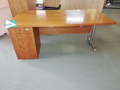 Maple solod desk
