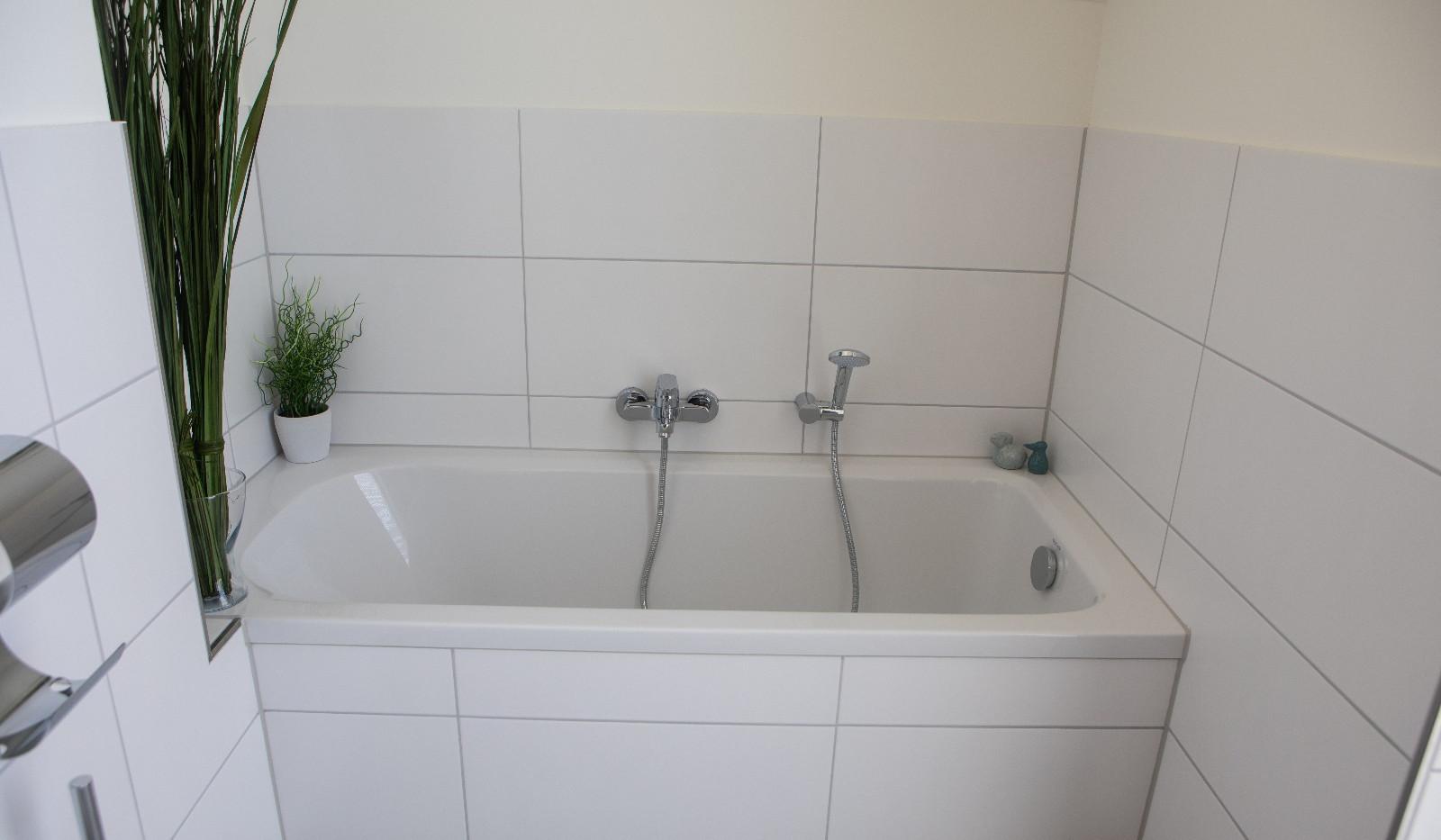 Ferienhaus Paul - Vollbad mit Badewanne im Obergeschoss