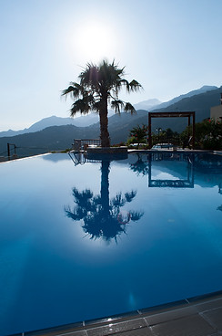 hotels & villas