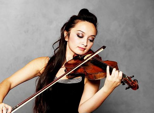 solo-violinist-619154_1920.jpg