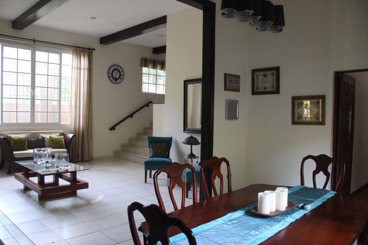 Casa Los Manantiales sala comedor