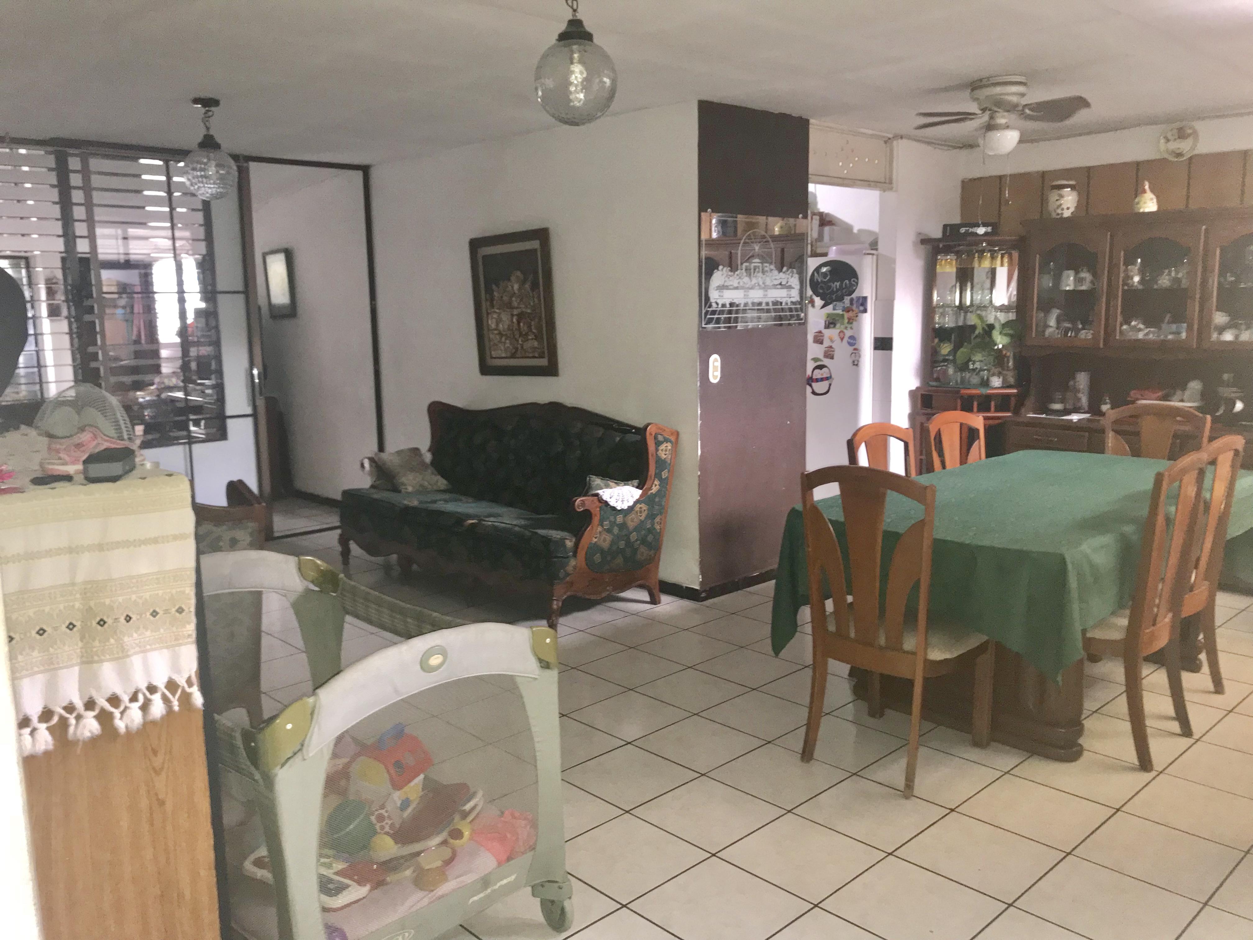 MIA0106 Casa en Venta en Privado Colonia Miramonte sala comedor