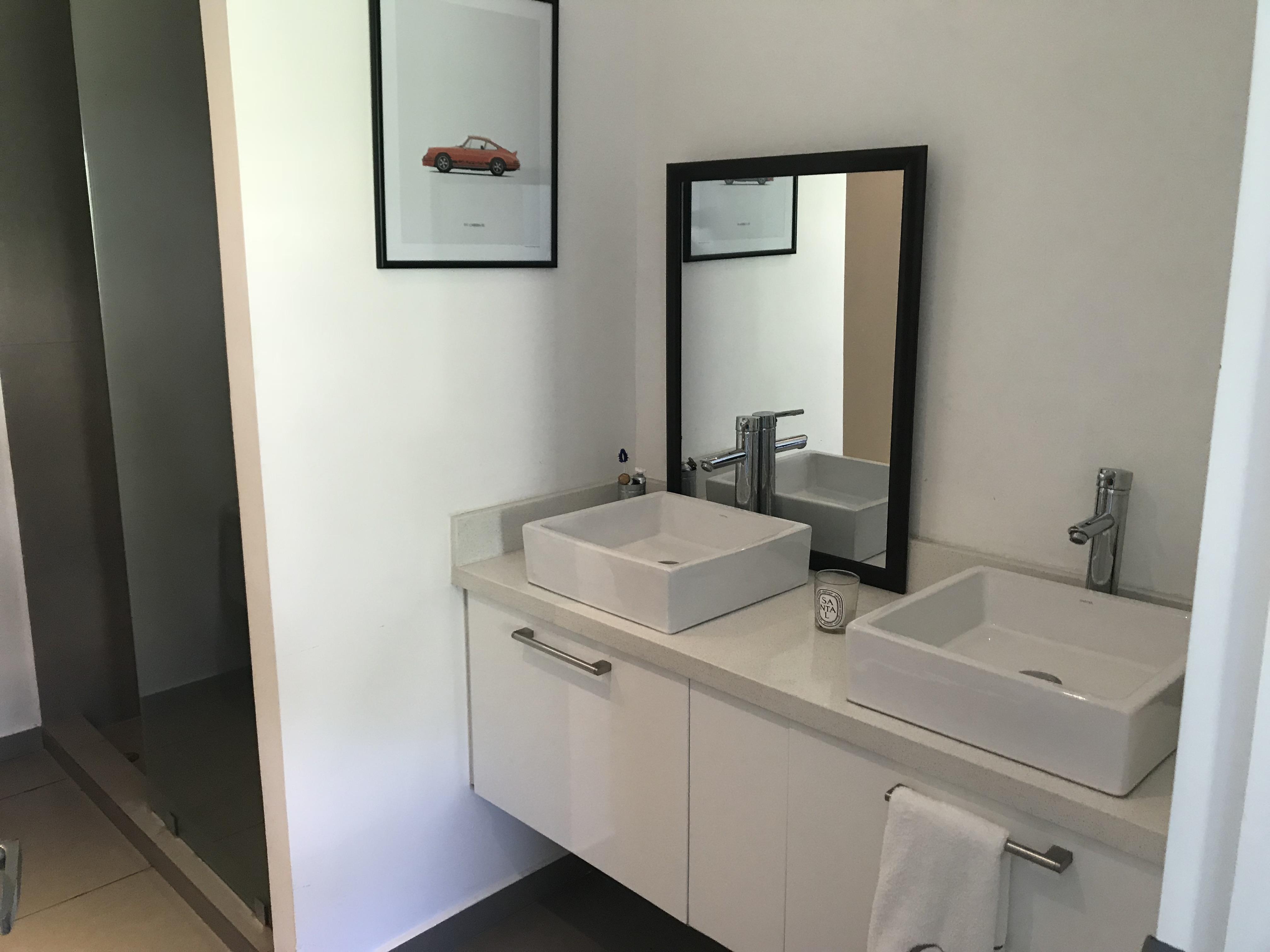ESA0120_Apartamento_en_Venta_Para_Inversionista_Parte_Alta_Escalón_Arriba_del_luceiro_baño_master