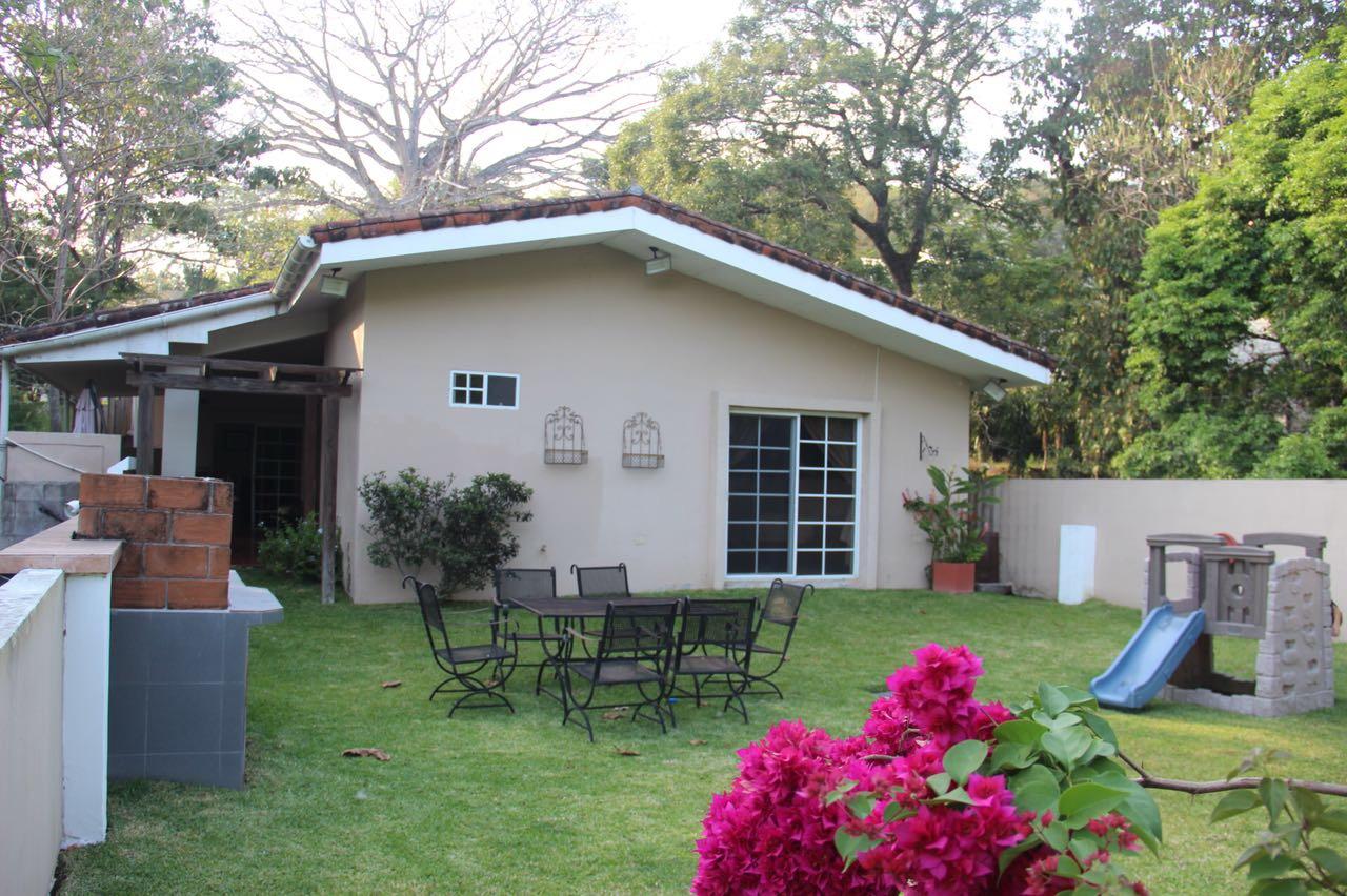 Casa Los Manantiales jardin 2