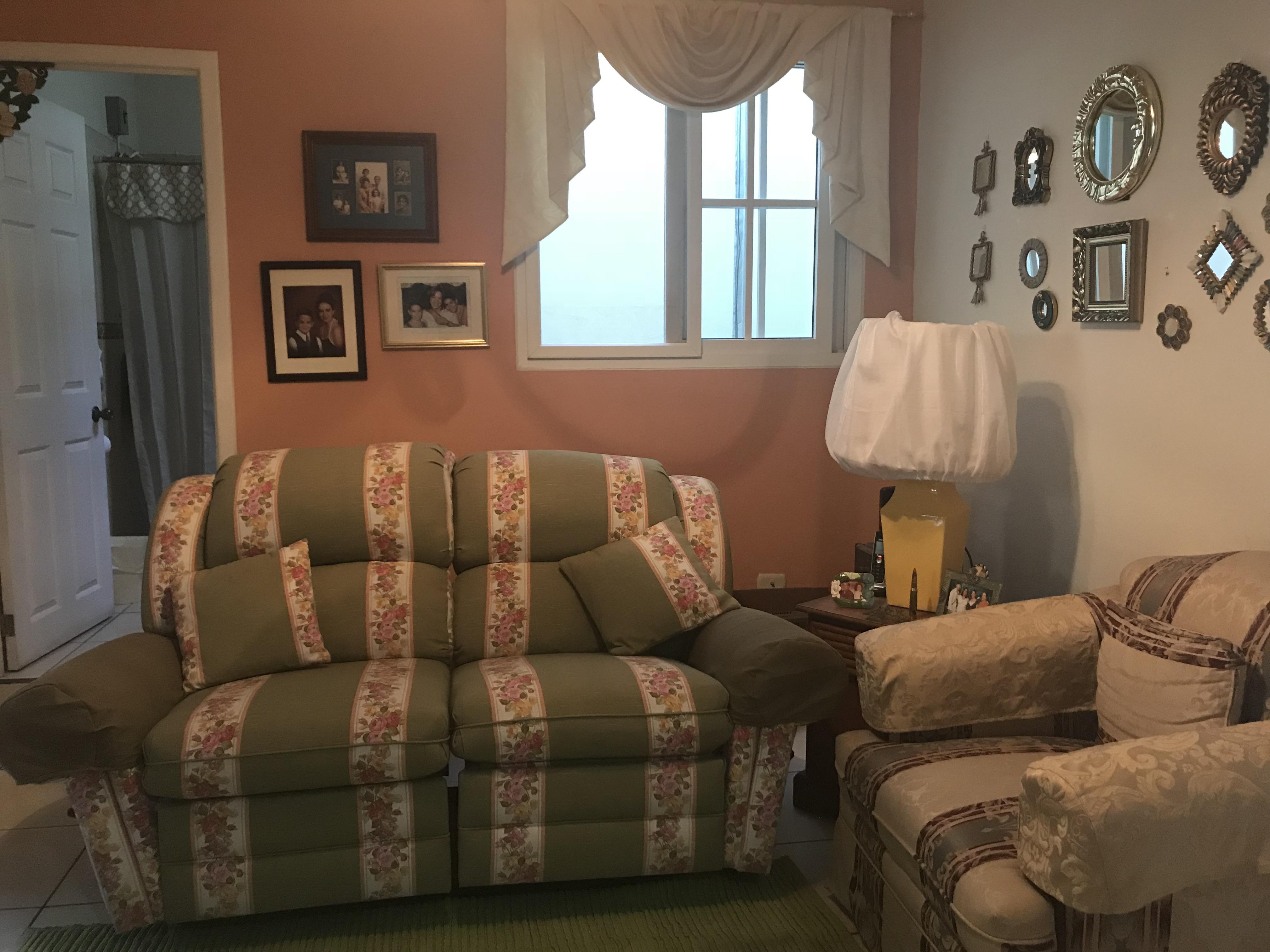 Casa en Venta Privado Parte Alta Luceiro sala familiar