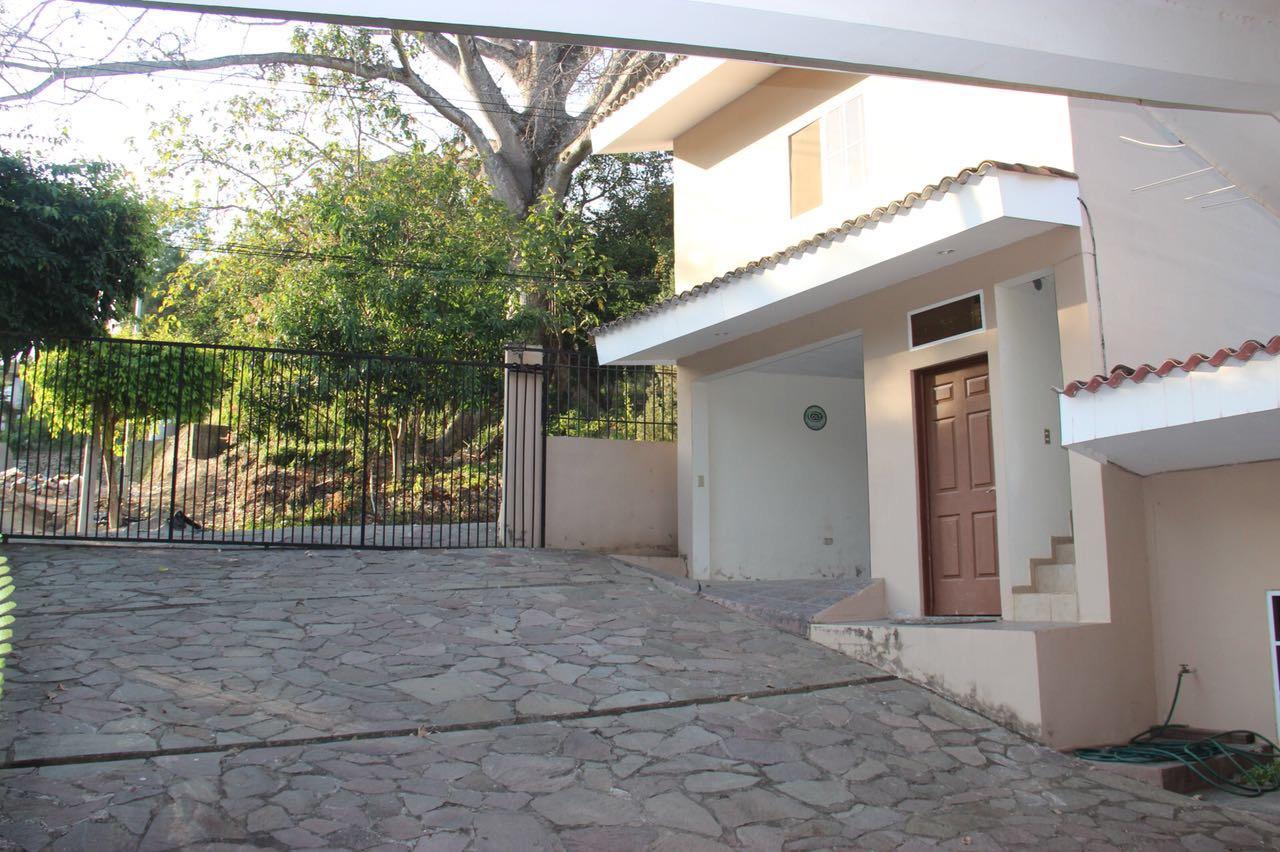 Casa Los Manantiales cochera