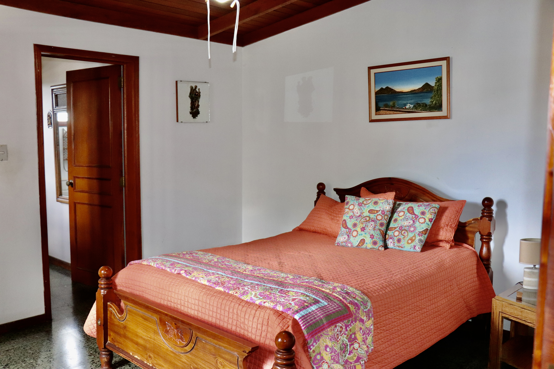 ESA0204 Casa en Venta o Alquiler ideal para Oficinas parte media Escalon habitacion 3