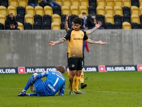 Keeper Luca Plogmann schwer am Knie verletzt